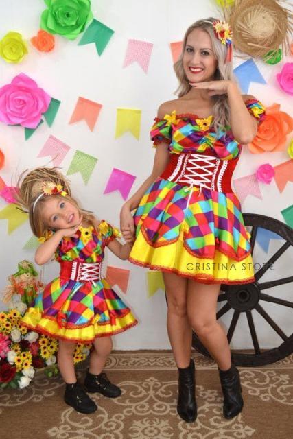 Vestido de festa junina: mãe e filha amarelo