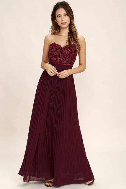 vestido com renda e plissado