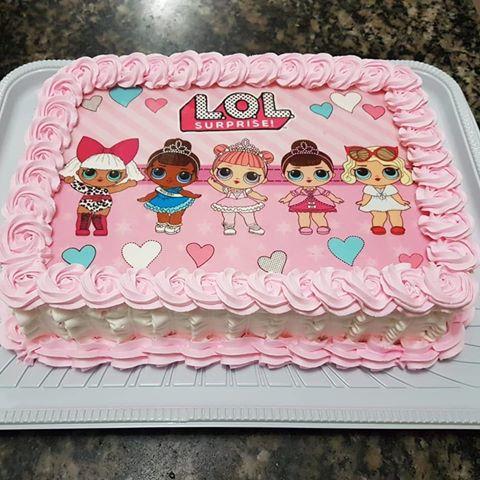 bolo rosa com papel de arroz