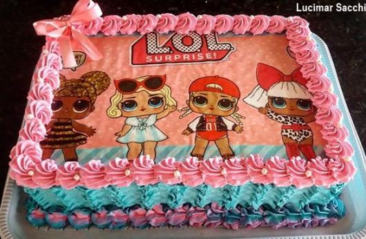 bolo azul e rosa com papel de arroz