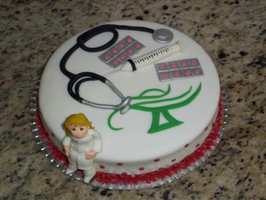 símbolo da enfermagem no bolo