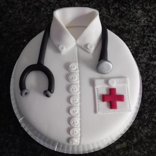 Dica de bolo em forma de jaleco branco