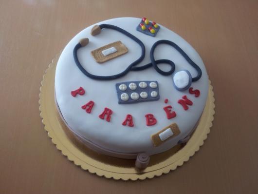bolo com estetoscópio