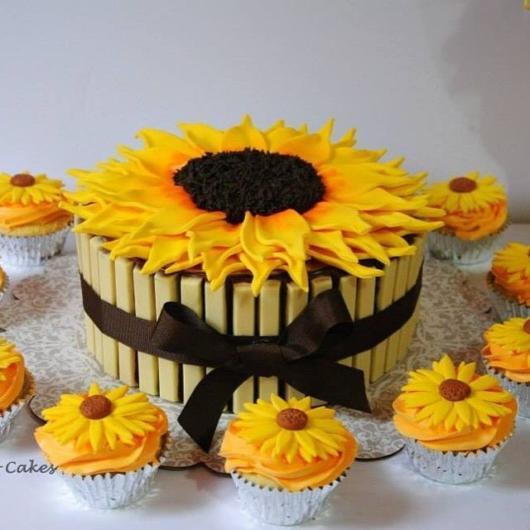 Bolo e cupcakes girassol