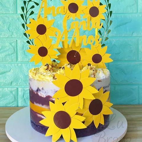 bolo com girassois de papel