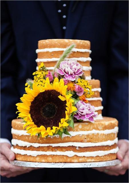 Naked cake para casamento com girassol