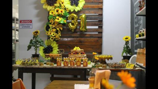 Panorama de decoração com girassois