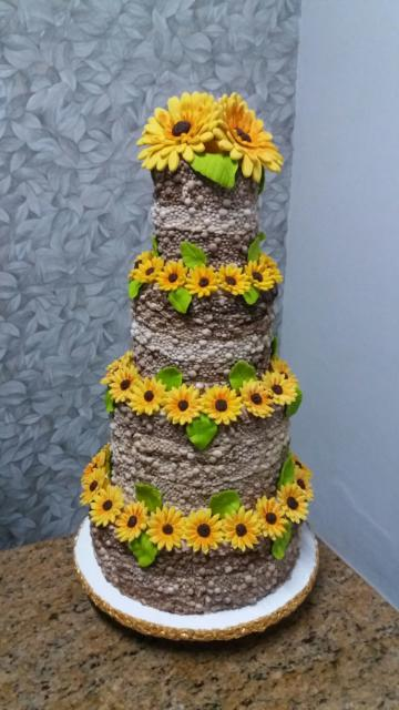 bolo de quatro andares girassol