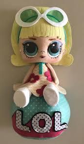 Lembrancinhas de feltro da boneca LOL