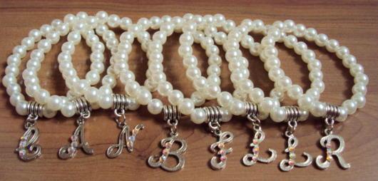 As pérolas são muito usadas para pulseiras de madrinhas