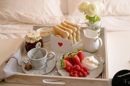 ideia de decoração de bandeja café da manhã
