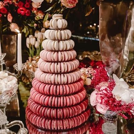 Torre de macarons rosa degradê