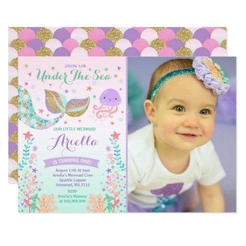 Convite rosa, lilás, dourado e verde com foto da aniversariante.