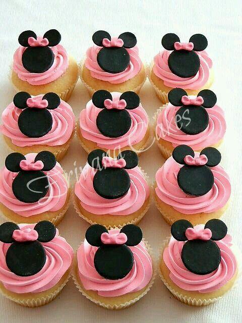 Cupcake rosa com Minnie.
