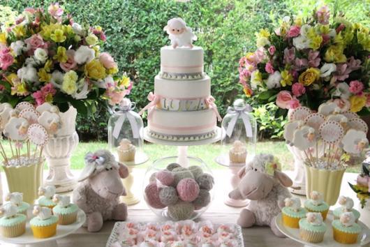 Decoração rosa de festa ovelhinha