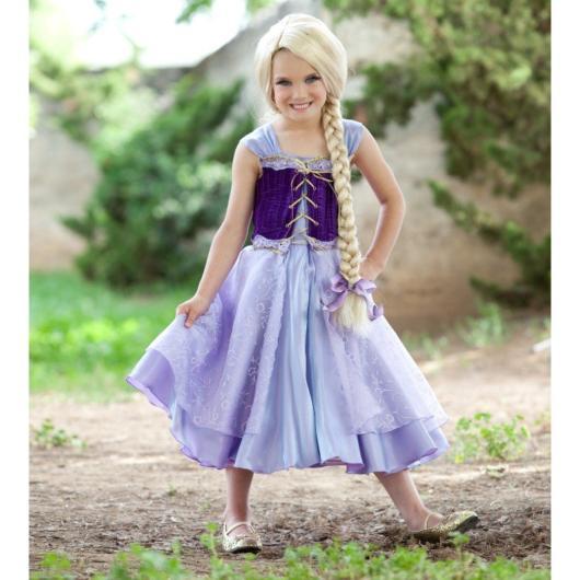 Vestido Rapunzel com diferentes tons de azul.