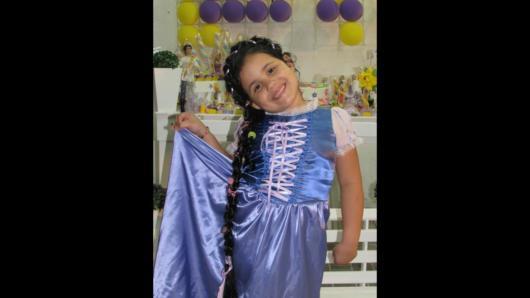 Vestido de Rapunzel azul com detalhes em branco.