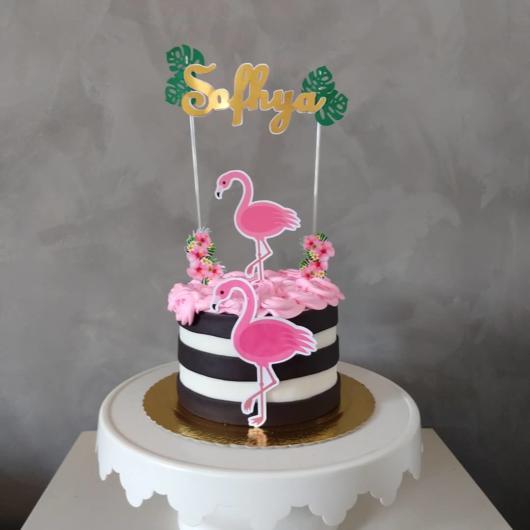 Bolo de flamingo com topo decorativo