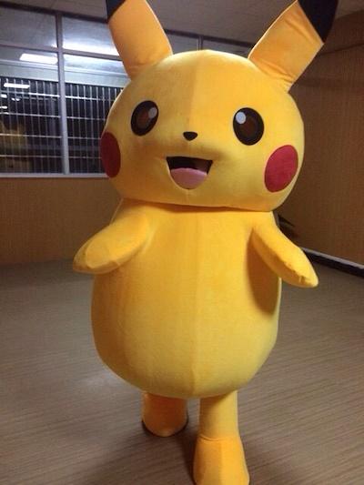 Fantasia Pikachu de pelúcia