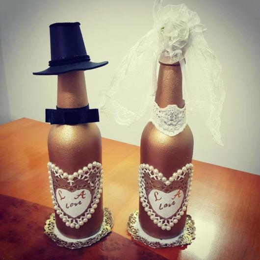 Garrafas decoradas douradas