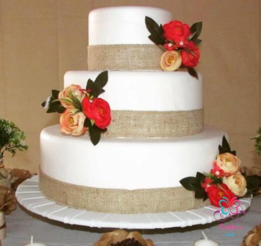 Bolo de casamento rústico fake
