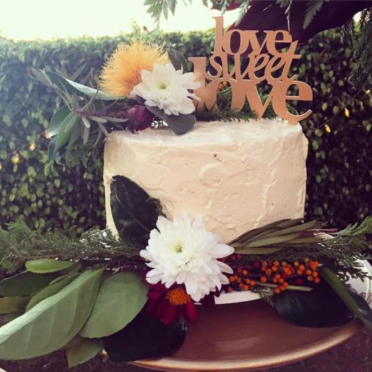 Bolo de casamento rústico simples