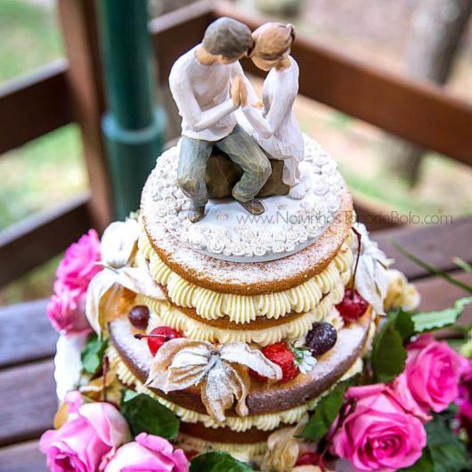 Bolo de casamento rústico romântico