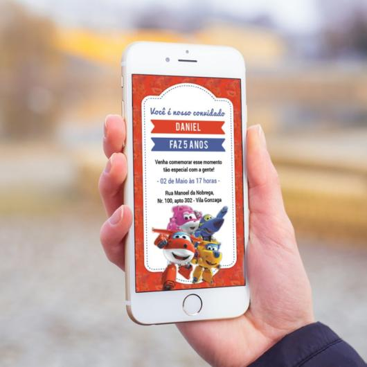 Convite super wings em celular.
