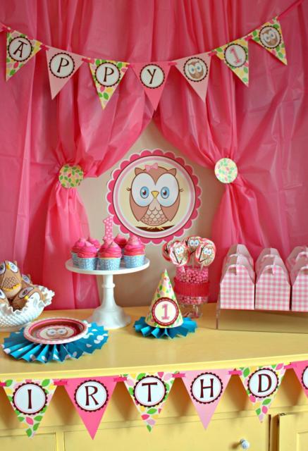 Decoração tema coruja com cortina rosa pink.