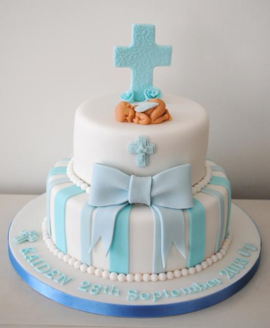 topo de bolo de batizado dormindo ao pé da cruz