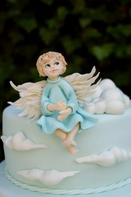 topo de bolo de batizado anjo com roupa azul