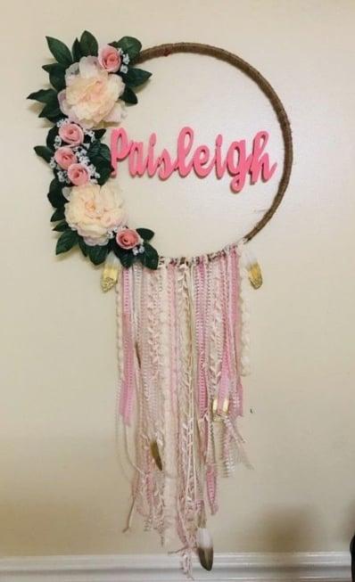 decoração com fitas de tecido e bambolê