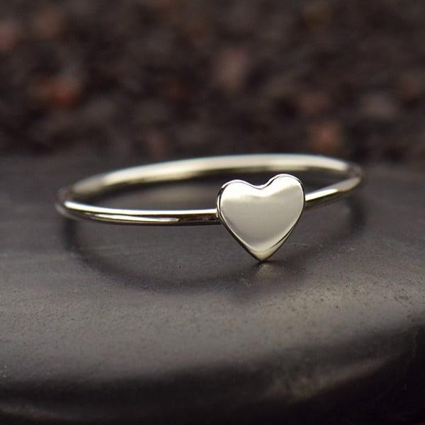 anel de prata com coração