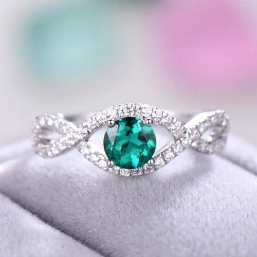 anel de debutante com pedra