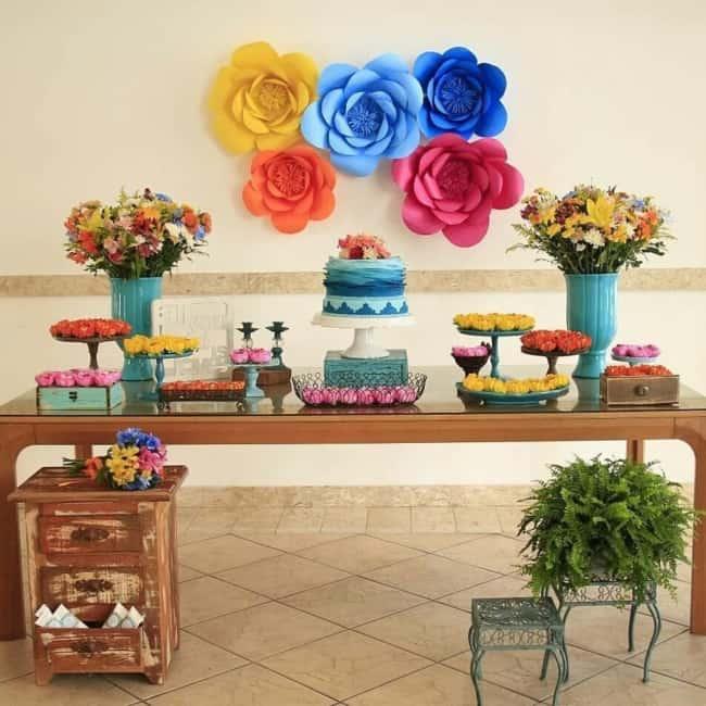 17 festa com decoração colorida