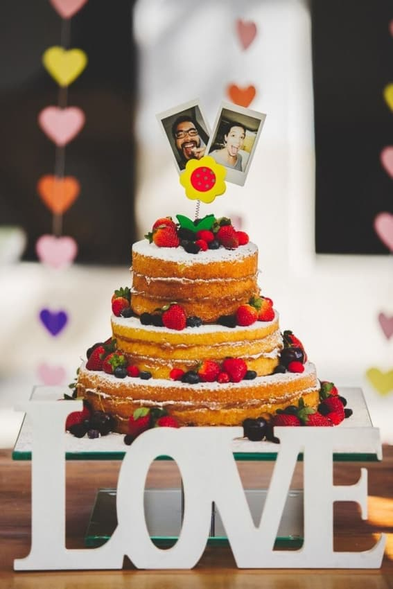 naked cake com fotos polaroid