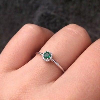 anel com pedra verde