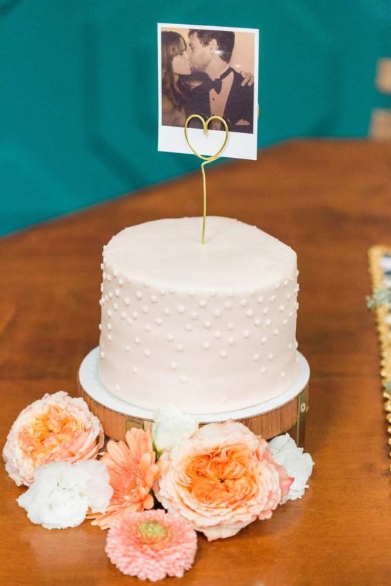 bolo simples com foto de casal