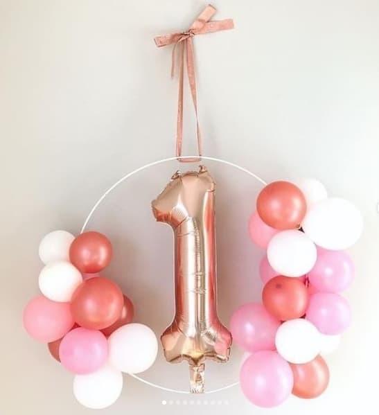 decoração com bexigas para festa de 1 ano