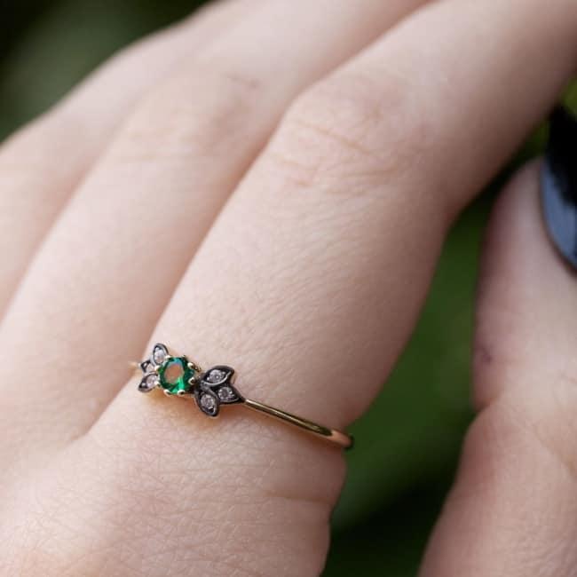 anel com pedras