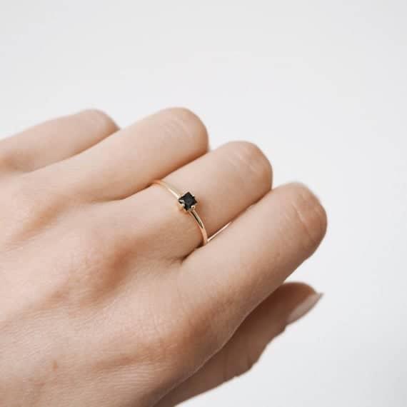 anel delicado com pedra