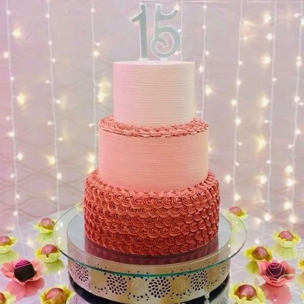 bolo de 3 andares de chantilly