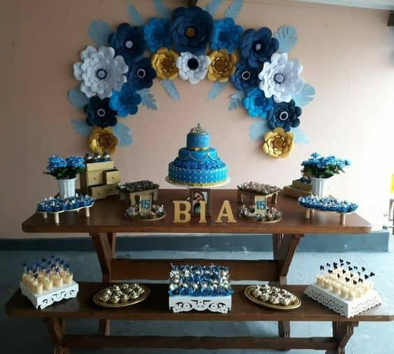 festa simples com decoração azul
