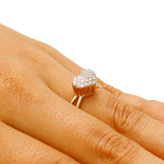 anel cravejado de coração