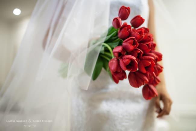 buquê vermelho de tulipas