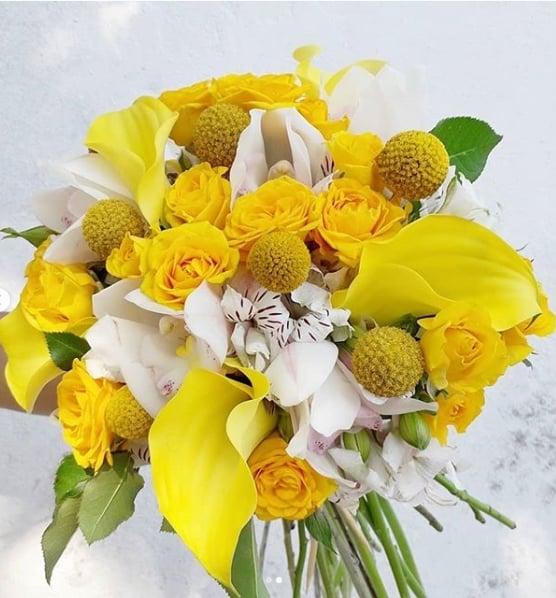 buquê com flores amarelas