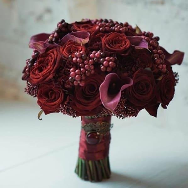 buquê de flores vinho