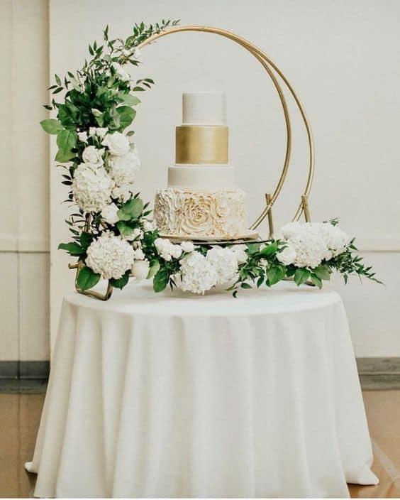 decoração para mesa de bolo de casamento