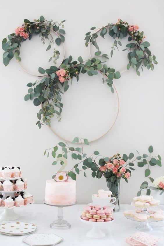 festa simples decorada com flores