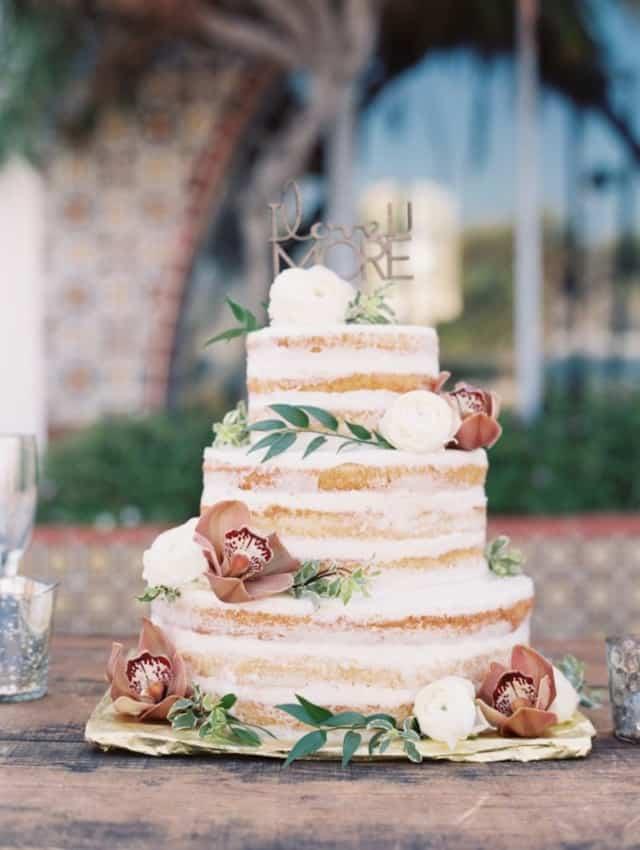 Bolo de casamento naked com flores